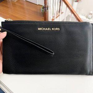Michael Kors Large Jet Set Wristlet Black